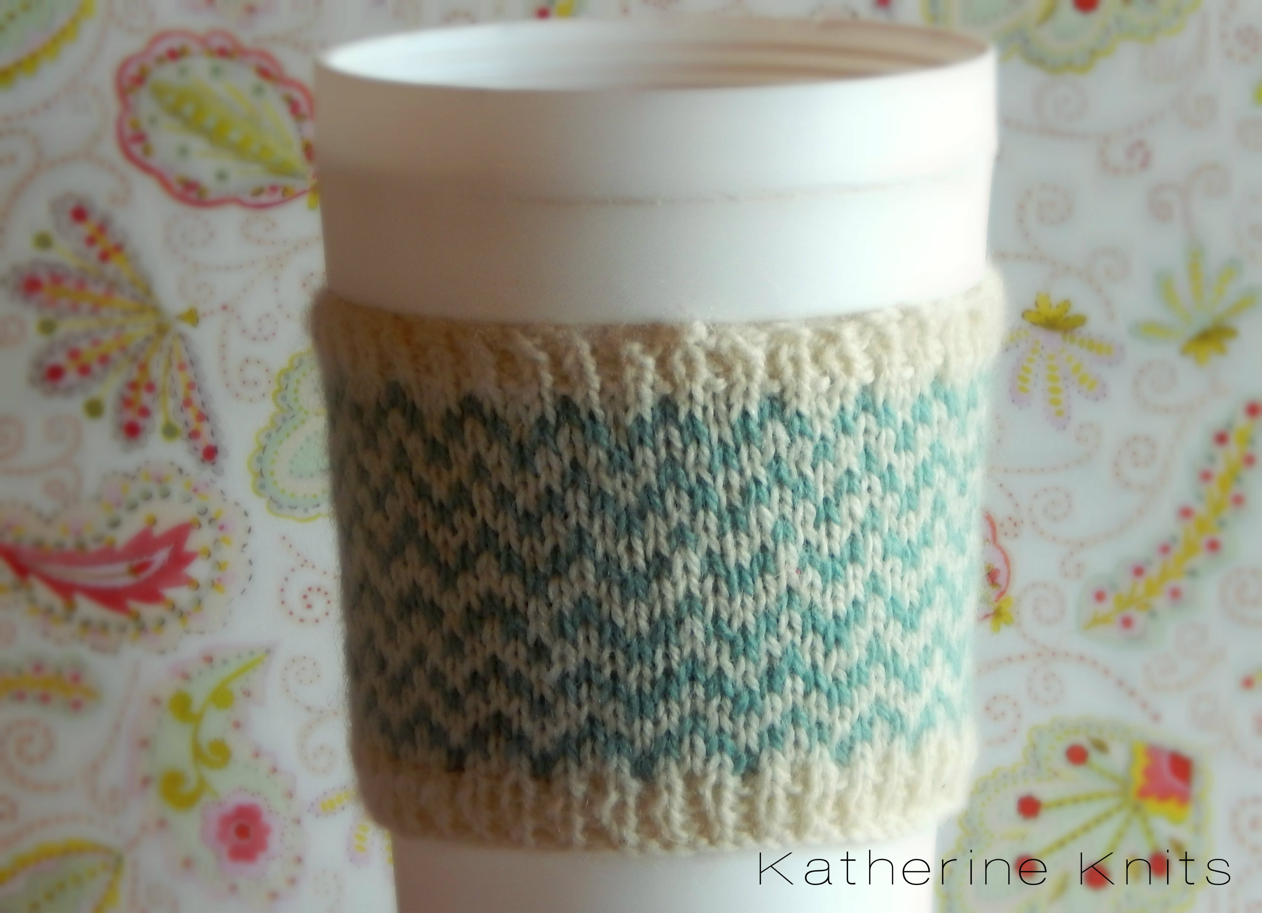 Chevron Coffee Cup Cozy (free pattern) – Cables & Calico
